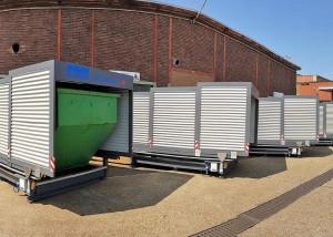 Containerstellplatz zur Lagerung von mehreren Containern mit Späne in Reihenaufstellung