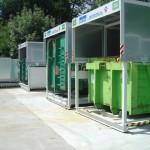 mehrere Containerstellplatz Systeme für Abroller mit Dach geschlossen Ansicht von der Seite
