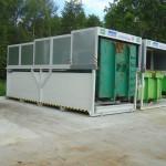 Zwei Containerstellplätze mit Dach geschlossen auf Hof