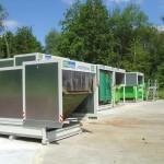 Mehrere Containerstellplätze mit Spänecontainer auf Hof