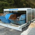 Containerstellplatz mit Dach und Auffangwanne Spänecontainer mit auslaufender Emulsion - Dach halb offen