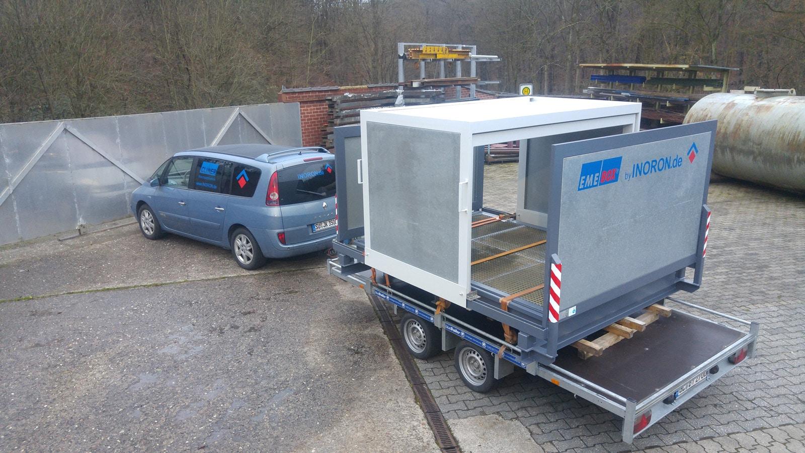 Gefahrstofflager auf Anhänger zur Auslieferung an den Kunden