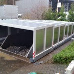Container in Grube mit geschlossener Grubenabdeckung