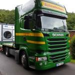 Transport mobiler Waschplatz mit LKW Tieflader