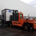 Abladen und Transport vom mobilen Waschplatz mit Gabelstapler