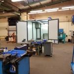 Waschplatz Hochdruckreiniger Industrie mit geöffneten Türen, Kranbahn und Drehteller
