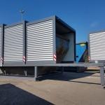 Containerstellplatz und Contrainerüberdachung mit geöffnetem und geschlossenem Dach nebeneinander