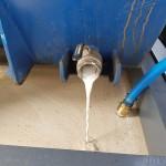 Abzetkippbehälter mit Ablauf in WHG Wanne